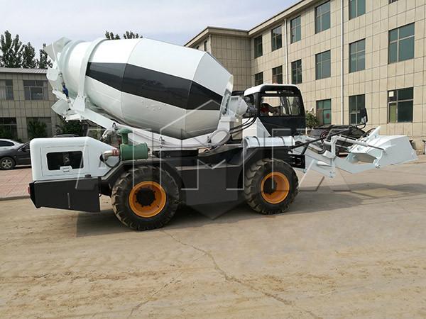 Купить самоходный бетоносмеситель с самозагрузкой цена разумная из Китая